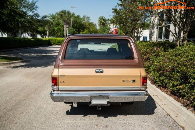 Photo de CHEVROLET/SUBURBAN/1988-tout-inclus
