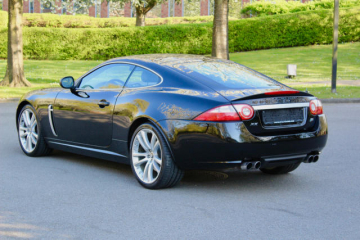 Photo de JAGUAR/XKR/4-2i-v8-32v-s-c